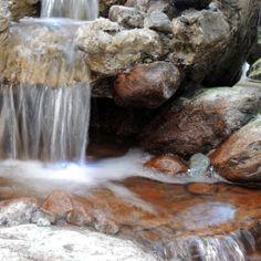 Nikon P7700 Blende 8 und Graufilter ND 0,9  das Wasser fließt über den Stein