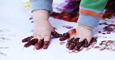 """Przeczytaj: 10 pomysłów na zabawy plastyczne dla dzieci (z podziałem na wiek) w serwisie dla """"rodziców poszukujących"""" - dziecisawazne.pl"""