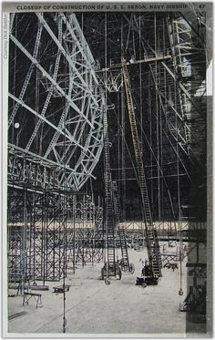 USS Akron under construction. The Uss Macon and the USS Akron were flying aircraft carriers able to launch and recover planes while in flight Battle Fleet, Air Photo, World Of Tomorrow, United States Navy, Aircraft Carrier, Dieselpunk, Us Navy, World War I, Led Zeppelin