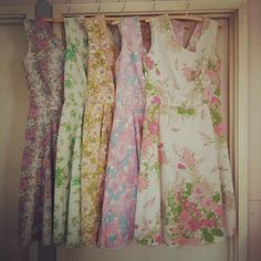 Sewing Dresses Gorgeous dresses made from old sheets. I have a new goal. Ps give me your vintage flowered sheets I need them! Old Sheets, Vintage Sheets, Sewing Hacks, Sewing Crafts, Sewing Projects, Craft Projects, Diy Clothing, Sewing Clothes, Dress Sewing
