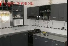 Resultado de imagen para cocina con mesada gris mara y muebles de madera