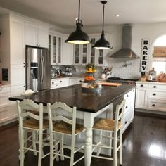 Favorite aesthetics, plus design tips & tricks for making the most out of a kitchen that is small. Kitchen Post, Family Kitchen, Diy Kitchen, Kitchen Dining, Kitchen Decor, Open Kitchen, Design Kitchen, Kitchen Island Table, Kitchen Island With Seating