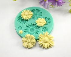 #DaisySiliconeMold http://www.itacakes.com/product/daisy-sunflower-silicone-mold/