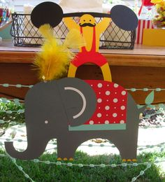 Decorations at a Circus Party #circus #partydecor