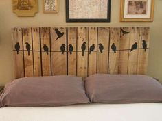 You are currently watching here the result of your Pallet Headboard DIY Instructions. If you like the Pallet Headboard DIY Instructions then I suggest to you Diy Bett, Diy Design, Interior Design, Design Ideas, Old Pallets, Recycled Pallets, Recycled Wood, Wooden Pallets, Repurposed