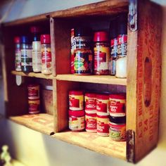 17 Fabulous Spice Rack Ideas 2019 (A Solution for Your Kitchen Storage) Old Coke Crates, Coke Crate Ideas, Apple Crate Shelves, Wooden Crate Shelves, Crate Bar, Crate Table, Spice Storage, Diy Storage, Spice Racks