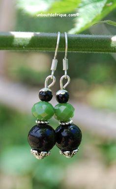 """Boucles d'oreille """"En vert et noir"""" verre et cristal facetté"""