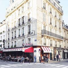 One of my favorite cafés in the Place Saint-Germain des Prés is Le Bonaparte.