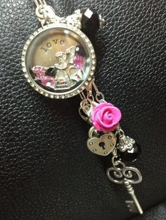 Origami Owl is a leading custom jewelry company known for telling stories through our signature Living Lockets, personalized charms, and other products. Origami Owl Necklace, Origami Owl Lockets, Origami Owl Jewelry, Origami Owl Business, Locket Bracelet, Owl Bracelet, Locket Charms, Useful Origami, Thirty One Gifts