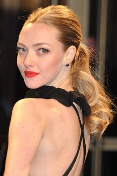The Bump Up  By adding a mini-bump to her crown, Amanda Seyfried creates a sculpted look that appears much more formal than it actually is. We love the combination of the soft corkscrew curls with the sleek sides and hint of lift.