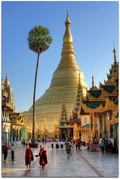 Spiritual Wonder of the World | Shwedagon Paya (Pagoda) | Yangon | da I Prahin | www.southeastasia-images.com