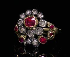 """Bague ancienne de type """"giardinetti"""" en or, argent, serties de rubis et de diamants taillés en « roses ». Le chaton affecte la forme d'une fleur formée d'un cœur en rubis entouré de pétales en roses de diamant. Elle émerge de feuillages serties de rubis et de diamants « en roses ». Parfait état d'origine. Probablement Italie, vers 1860 Unusual Jewelry, Old Jewelry, Antique Jewelry, Vintage Jewelry, Antic Jewellery, Art Nouveau, Victorian Jewelry, Antique Rings, Cross Pendant"""