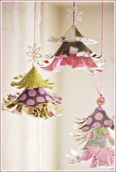 Новый год и Рождество - самые светлые и радостные праздники,которые с огромным нетерпением ждут и взрослые и дети. Сегодня я приготовила очень большую подборку идей для воплощения с детьми из бумаги и картона. Это открытки,веночки,елочки ,гирлянды и многое другое! 1.Открытки. 2.Маленькие…