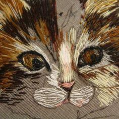 Котик, котик...ни как не хочет вышиваться мордочка. Видимо стесняется. кот embroidery coutureembroidery ручнаявышивка ручнаяработа рукоделие вышивка вышивкагладью гладь вышитыйкот