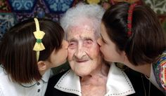 Funny pictures about The long life of Jeanne Calment. Oh, and cool pics about The long life of Jeanne Calment. Also, The long life of Jeanne Calment. Passed Away, Vincent Van Gogh, Photos Du, Old Women, Real Women, Amazing Women, Fence, Fun Facts, Old Things