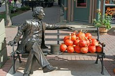 A statue of Sir John A in Charlottetown, PEI.
