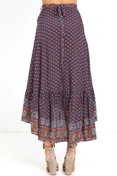 The open road is where the Roaming Nomad Navy Blue Print High-Low Wrap Skirt feels most at home! Mesmerizing print decorates this breezy wrap skirt with a high-low hem. All Fashion, Skirt Fashion, Boho Fashion, Womens Fashion, Skirt Outfits, Dress Skirt, Tie Skirt, Oriental Fashion, African Dress