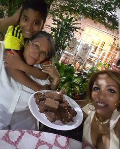 La Chica del Yoyo Rojo: DETALLES QUE ENDULZAN Chocolate Fondue, Desserts, Red, Girls, Tailgate Desserts, Deserts, Postres, Dessert, Plated Desserts