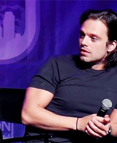 Seb's expression when a fan asks a question in Romanian