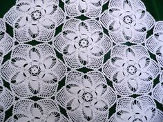 25% off SALE Amazing vintage Crocheted white doilies by Retroom