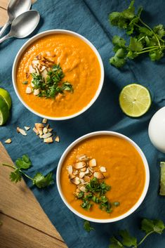 Salmon with red curry and cashew nuts - Healthy Food Mom Spicy Recipes, Salmon Recipes, Gourmet Recipes, Vegetarian Recipes, Healthy Recipes, Large Salad Bowl, Carrot Soup, Seitan, Easy Cooking