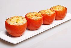 gevulde tomaat met mozarella en basilicum