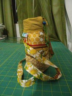 Porta garrafinha de água com manta térmica, mantém sua água sempre fresquinha by ATELIÊ MARIA DOS PANOS-Cleide 2015