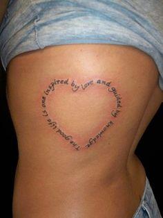Modèle de tatouage coeur réalisé avec des phrases en anglais https://tattoo.egrafla.fr/2016/02/19/modeles-tatouage-coeur/