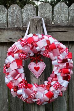 Nice 13 Beautiful DIY Valentine Wreath Ideas Valentine's Day which falls every February is indeed one of the most eagerly awaited days by some people. The reason is that today there will usu. Valentine Day Wreaths, Valentine Day Crafts, Valentine Decorations, Holiday Wreaths, Holiday Fun, Holiday Crafts, Diy Wreath, Wreath Ideas, Dream Giveaway