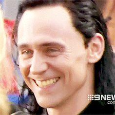 "lokihiddleston: ""  Tom Hiddleston as Loki on the set of 'Thor: Ragnarok' in Brisbane "" http://tw.weibo.com/torilla/4011317003958364"