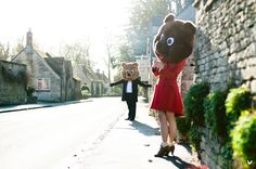Engagement couple shoot with bear heads, Cotswolds, England. Photography by annkathrinkoch.com