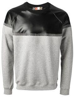 Designer Sweatshirts For Men Mens Trends, Gentleman Style, Stylish Men, Mens Sweatshirts, Swagg, Shirt Style, Menswear, Mens Fashion, Contrast