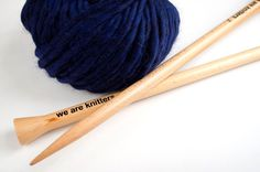 How to beat stitches without having to calculate the thread length - Amigurumi Wooden Knitting Needles, Cast On Knitting, Knitting Patterns Free, Free Knitting, Knitting Kits, Knit Or Crochet, Free Crochet, Knitting Projects, Yarns