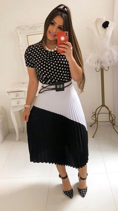 Image may contain: 1 person, standing Modest Fashion, Girl Fashion, Fashion Dresses, Womens Fashion, Skirt Outfits, Dress Skirt, Vestido Dress, Classy Outfits, Chic Outfits