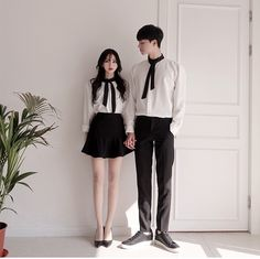 boyfriend scenarios for My Hero Academia boys. Matching Couple Outfits, Twin Outfits, Matching Couples, Cute Outfits, Korean Couple Fashion, Asian Fashion, Couples Assortis, Pakistani Fashion Casual, Style Simple