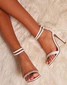 neutral strappy sandals prom shoes #promheelsstrappy