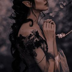 Foto Fantasy, Chica Fantasy, Dark Fantasy, Fae Aesthetic, Aesthetic Images, Character Aesthetic, Aesthetic Women, Half Elf, Dark Princess