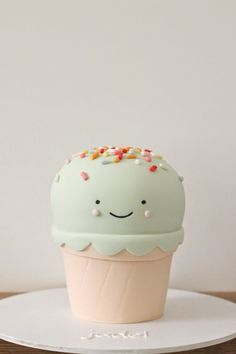 The cutest cake I have ever seen in my life! // Ice cream cone cake by hello naomi # cake designs Pretty Cakes, Cute Cakes, Beautiful Cakes, Yummy Cakes, Amazing Cakes, Cupcakes Bonitos, Cupcakes Decorados, Ice Cream Cone Cake, Ice Cream Party