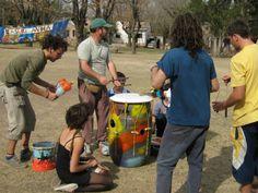 "Alternativa Verde |   Construí tus propios instrumentos musicales con ""basura"" Ideas, Musicals, Homemade Musical Instruments, Upcycling, School, Green, Manualidades, Thoughts"