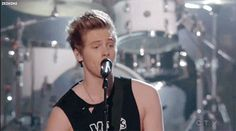 Then Luke gripped the microphone like this. | 27 Times 5SOS Melted Fangirls' Hearts At The Billboard Music Awards