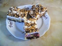 Obrácený švestkový koláček se zakysanou smetanou. Vynikajíci. Food, Meals