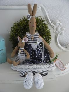 ❤️ Bezaubernder Hase ähnlich Tilda mit süßer Maus, kein Engel , Shabby ❤️ Funny Bunnies, Shabby, Hare, Easter Bunny, Quilts, My Favorite Things, Toys, Bunny Rabbits, Creative