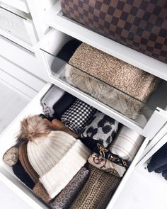 Cabinet organization: 5 tips for more order in the open wardrobe - Dressing Room Organization -