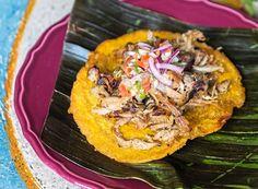 Patacones com costelinha de porco | Patacones with pork ribs (Foto: Alexandre Disaro / Editora Globo)