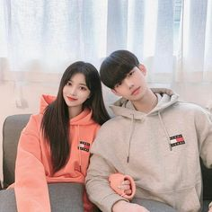❝the words I want to say, but missed the chance. I will confess but j… # Percintaan # amreading # books # wattpad Half Korean, Cute Korean, Ulzzang Korean Girl, Ulzzang Couple, Couple Outfits, Girly Outfits, Half Girlfriend, Human Poses, Korean People