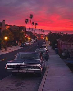 California is a dream 😍 Courtesy of Founders: 📍Los Angeles, USA 🇺🇸 Tag your best travel photos with… Sky Aesthetic, Aesthetic Vintage, Purple Aesthetic, Aesthetic Clothes, Wallpaper Inspiration, Wallpaper Collection, The Last Summer, California Dreamin', Retro Cars