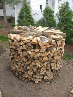 round wood stack firewood rack diy no tools Stacking Firewood, Stacking Wood, Outdoor Firewood Rack, Firewood Storage, Diy Jardin, Wood Store, Outdoor Oven, Wood Shed, Into The Woods