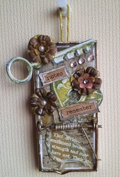 I have got to go to the the $Tree and get me a mouse trap. My Altered Mouse Trap to Memo Clip