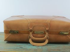Vintage Town Luggage Inc.~  Riverside NJ ~ 7782 Palomino Two Suiter ~ with 2 keys - http://oleantravel.com/vintage-town-luggage-inc-riverside-nj-7782-palomino-two-suiter-with-2-keys