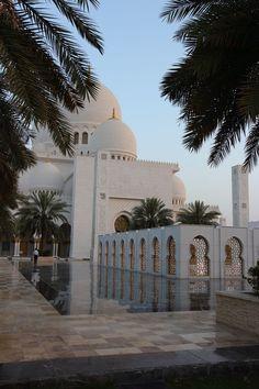 Sheikh Zayed Moschee - New Ideas Byzantine Architecture, Mosque Architecture, Architecture Design, Gothic Architecture, Ancient Architecture, Architecture Sketches, Abu Dhabi, Mecca Wallpaper, Islamic Wallpaper